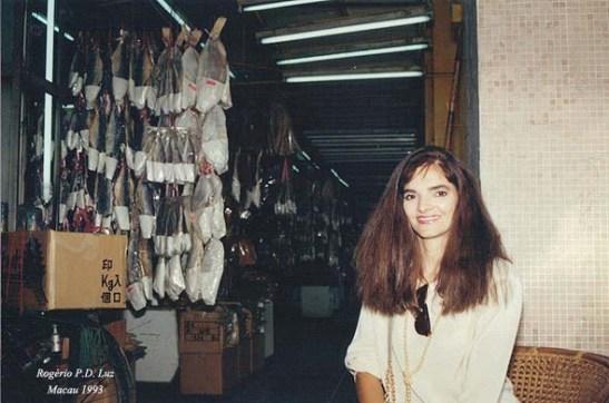 A Mia, brasileira, pela primeira vez em Macau, foi conhecer uma loja de peixe salgado no Porto Interior