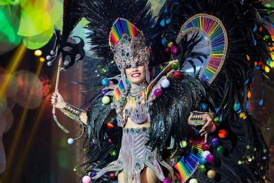 Orama Valentim , a Miss Rio de Janeiro, mostrou o que o Estado sabe fazer de melhor no traje Rio de Janeiro, um carnaval de Cores Foto: Carol Gherardi/ Band