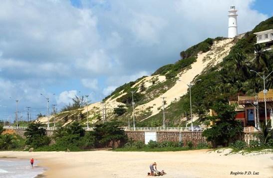 Farol da Mãe Luíza na Praia da Areia Preta