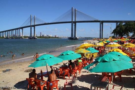 Praia de Redinha com vista para a Ponte Newton Navarro