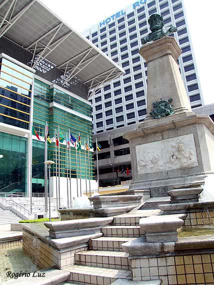 Monumento de Vasco da Gama, em Macau (foto de Rogério P.D. Luz-2006)