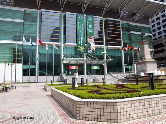 Jardim Vasco da Gama em 2006 com o ginásio de esportes no lugar da antiga escola na foto anterior