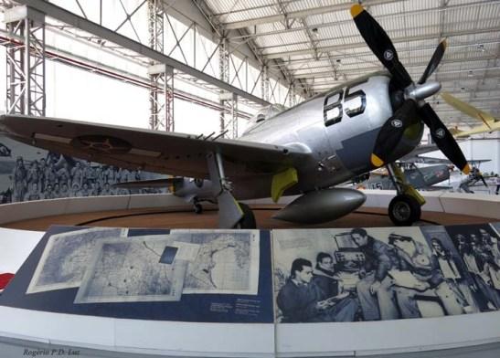 Em dioramas (ambientes montados), este do Republic P-47D Thunderbolt utilizados por Brasil na 2ª Guerra.