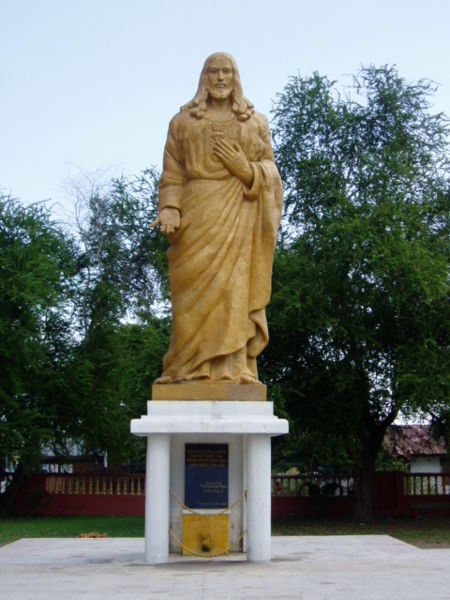 Estátua de Jesus em Maumere, Flores - fonte: Wikimedia Commons
