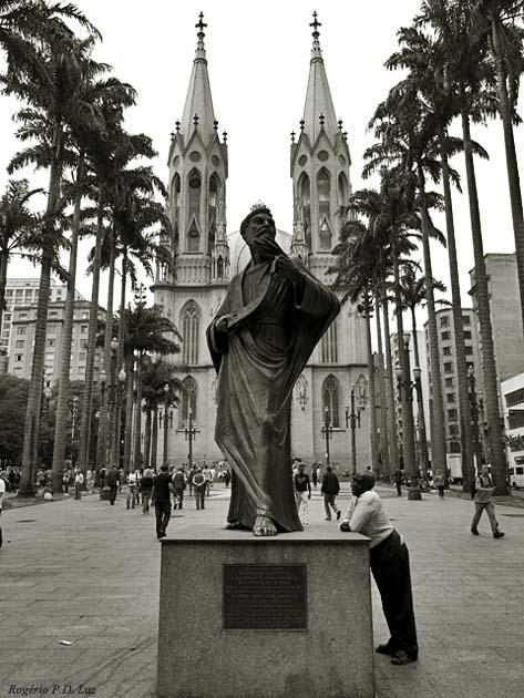 Praça da Sé com vista da Catedral da Sé. Centro histórico de São Paulo.