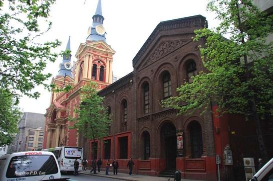 A Basílica fica ao lado do Museu que era um convento