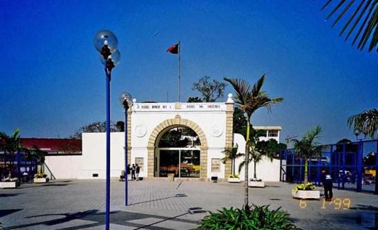 PORTA CERCO (fronteira de Macau com a o continente da China) - foto de autoria desconhecida