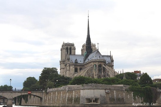 Ilha de la Cité com vista da Catedral de Notre Dame