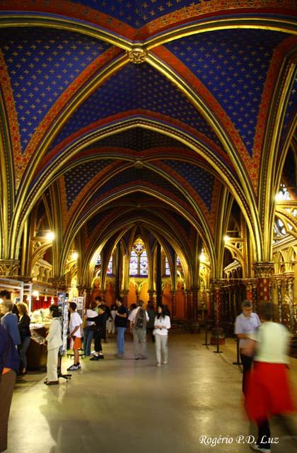 A capela inferior do 1º andar com loja de venda de souvenirs