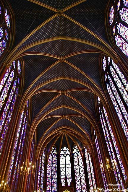 A capela superior tem 20,50 metros de altura sem contar a abóboda