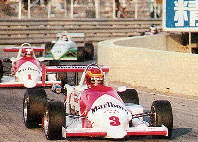 Maurício Gugelmin no carro 3, seguido de Mike Tacwell e Jan Lammers. Foto de Manuel Cardoso para a Revista Nam Van