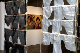 Instalação Kimono criada por Li Yanhong