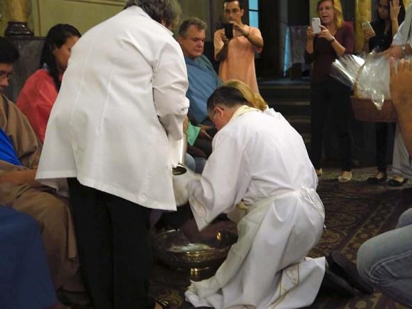 Igreja Divino Espirito Santo Missa Quinta Feira Santa 2014 Lava Pés (02)