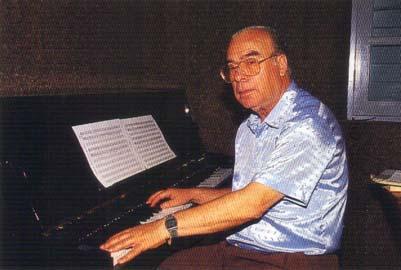 """Major Mário Marques. Publicada na Revista Macau Julho 1994 com o texto: ensino da música em Macau já saiu da """"fase infantil""""."""
