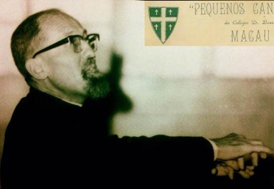 O padre César Brianza foi quem ocupou o cargo de orientador artístico durante mais tempo, entre 1966 e 1980. Foto publicada no Jornal Tribuna de Macau.