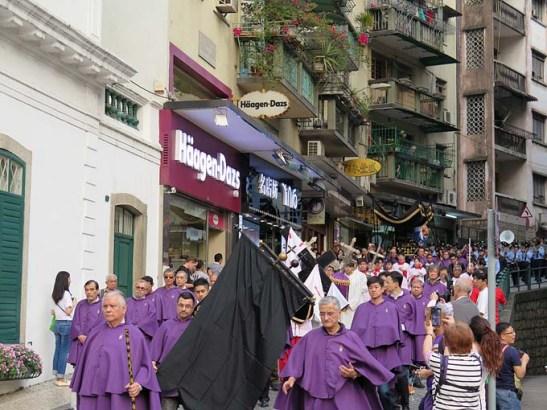 Procissão de Cristo Morto em Macau, na Semana Santa de 2014. Foto de M.V.Basílio