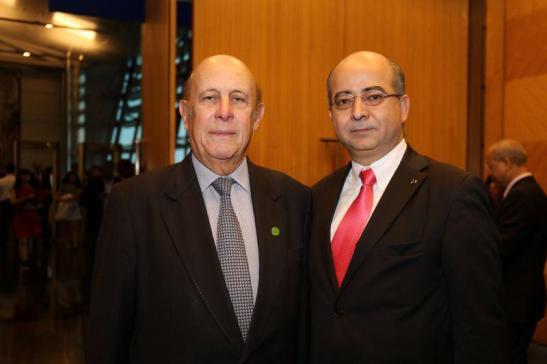 O último governador português de Macau, Vasco Rocha Vieira, foi convidado de Cavaco Silva. Na foto com Fernando C.Gomes, à direita. Foto da sua página no Facebook.