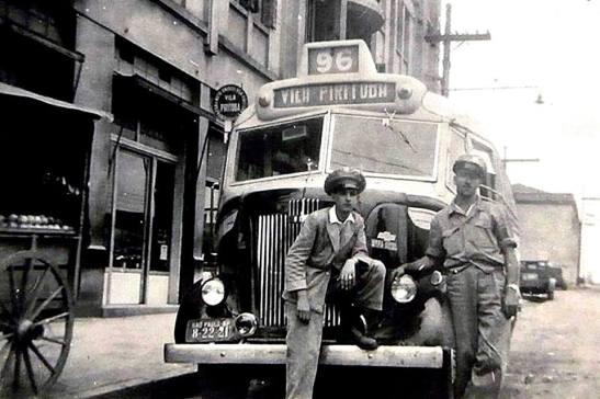 Antigo ônibus que fazia a ligação nos anos 40 de Vila Pirituba-Lapa. Postada por Elizabeth Mansur