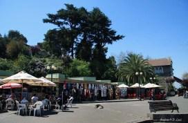 Pequeno comércio de souvenirs e estabelecimentos de alimentação