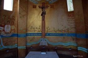 O interior da capela da base da estátua