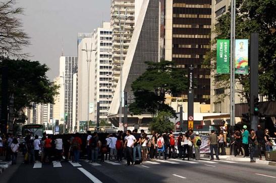"""O protesto contra a Copa que acabou rápido, afinal ninguém é de ferro e tinham que voltar para casa e assistir o jogo. Atrasaram todos os motoristas e ônibus no sentido da Consolação. Devem ter sido amaldiçoados e as suas mães """"mal lembradas""""."""