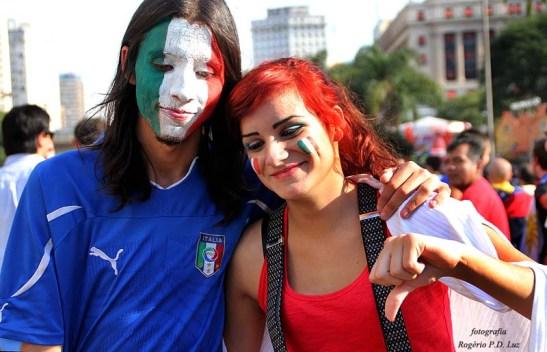 """Torcedores italianos dizem """"não deu"""" e a seleção italiana campeã do mundo surpreende com a derrota e volta antecipada para casa"""