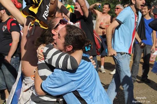 A comemoração do gol do Uruguai