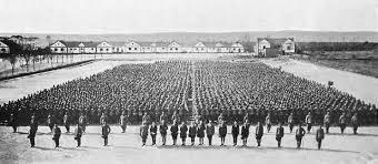 O embarque para a França. 175.000 chineses foram enviados para a França, para o trabalho por trás das linhas.  Isso começou a partir de Tsingtao, antigamente uma fortaleza alemã na China