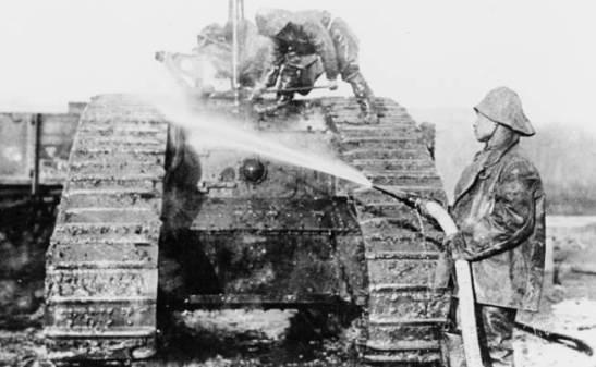 Llavando um tanque Mark V