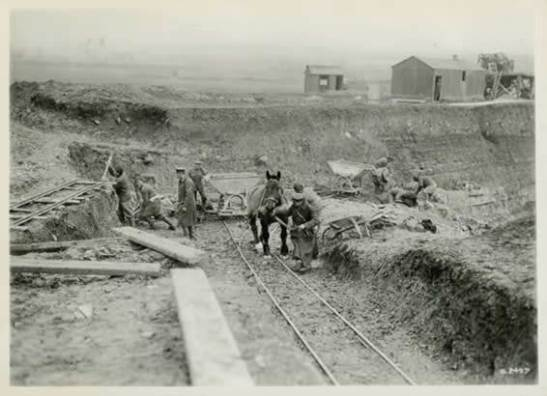 Na construção de ferrovias, liberando os operários europeus para a guerra