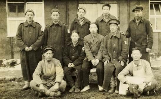 Pessoal da cozinha e funcionários de um hospital chinês  (Kautz Family YMCA Arquivos da Universidade de Minnesota)