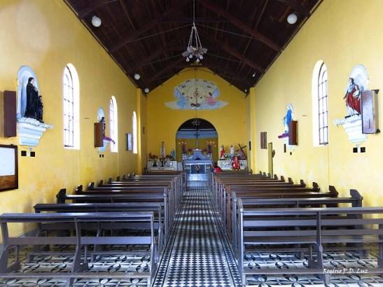 o interior da igreja