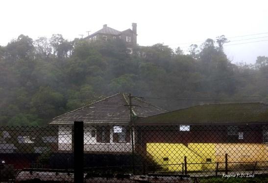 A casa do inglês gerente da São Paulo Railway no alto do morro com visão geral da vila, hoje Museu do Castelo.