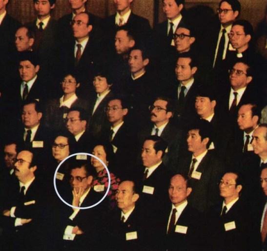 Assumpção, em Pequim, na cerimónia da Declaração Conjunta: o falecido presidente da Assembleia Legislativa  defendia, já em 1976, a normalização de relações com a China (texto e imagem da Revista Macau).