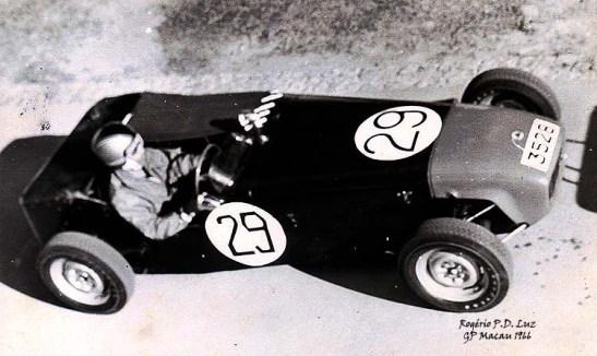 Ho Kar-chu no seu Lotus Super 7, nos treinos para o Grande Prémio de Macau de 1966.