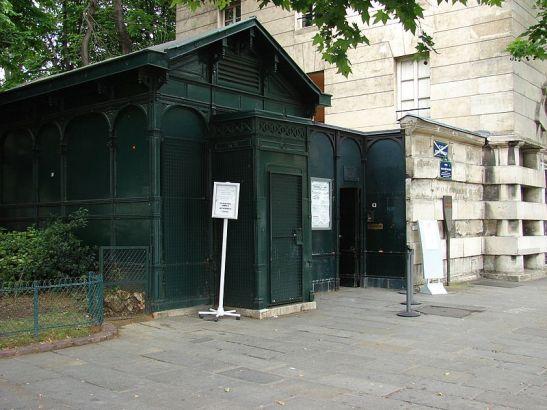 Entrada das Catacumbas de Paris (Wikimedia Commons)