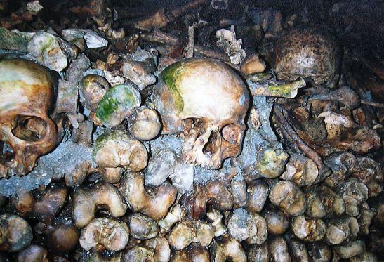 Ossuário das Catacumbas de Paris (Wikimedia Commons)