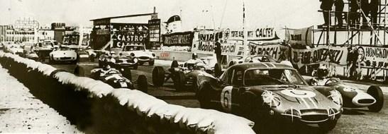 Grid de largada do GPM de 1966 com Mauro Bianchi na pole-position. O Grant correu com o Jaguar E-type, na foto o carro com a inscrição GW em vermelho ao lado. Foi seu último GP de Macau. (photo of Colour & Noise book)