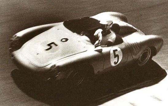 Grant Wolfkill no Porsche Spyder RS no GPM de 1960. Largou na pole-position e terminou em 2º.
