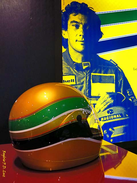 Salão Automoveis 2014 homenagem Ayrton Senna capacete e cartaz