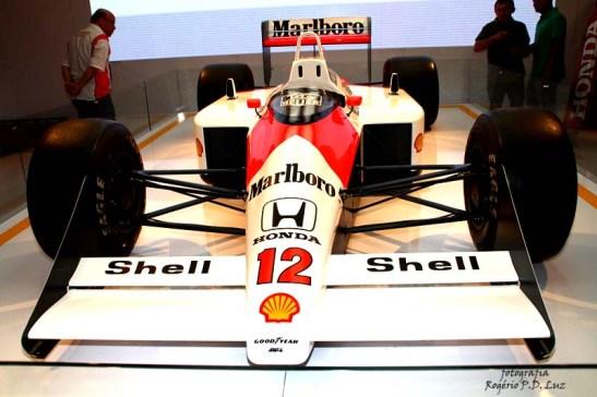 Salão Automovel 2014 carros competição McLaren MP4.8 1993 (01)