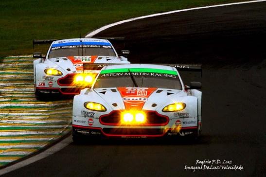 Aston Martin nº 98 na frente, vencedor da classe LMGTE Am com - Paul Dalla Lana, Pedro Lamy, e Christoffer Nygaard