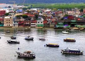 zona portuária de Guarujá, defronte a Santos, estado de São Paulo, Brasil