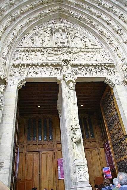 Portal de Santa Ana à direita da catedral