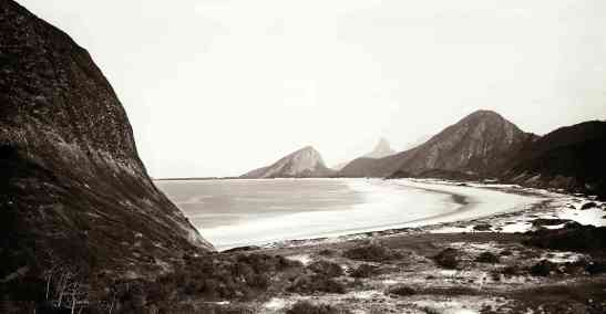 Copacabana vista do sopé da Pedra do Leme, c. 1890. Foto: Marc Ferrez/ col. Gilberto Ferrez/ acervo IMS