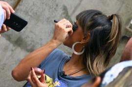 Sabrina Sato e artistas de rua (04)