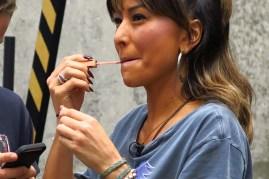 Sabrina Sato e artistas de rua (08)