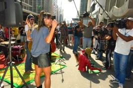Sabrina Sato e artistas de rua (12)