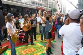 Sabrina Sato e artistas de rua (21)