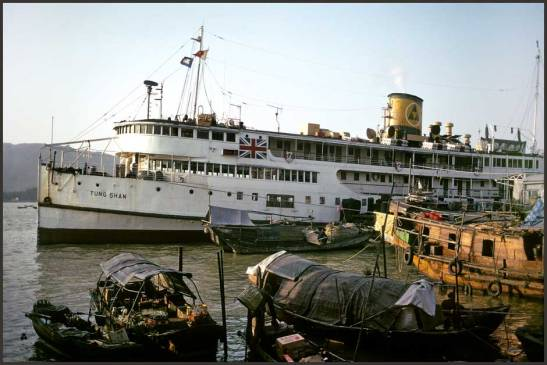 Antigamente a ligação Macau-Hong Kong era feita por navios cuja viagem demorava 3 horas. Photo/foto de Karsten Petersen
